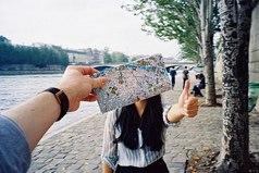 Невозможно забыть человека, который подарил тебе кучу незабываемых эмоций и прекрасных моментов.