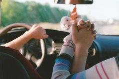 Путешествовать на машине с любимым человеком, держась за руки и любуясь видами из окна – вот все, о чем я мечтаю.