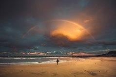 Счастье — это свойство характера. У одних в характере его все время ждать, у других непрерывно искать, у третьих — повсюду находить.