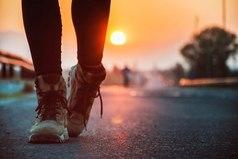 Целый мир отступает, чтобы дать дорогу тому, кто знает, куда он идет.