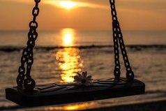 Что бы ни случилось, запасись терпением - солнце должно снова взойти. Оно всегда так поступает.