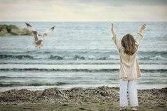 Ты поёшь песню не для того, чтобы добраться до последней ноты. Радость доставляет само пение. То же самое касается жизни. Радость в том — чтобы жить.