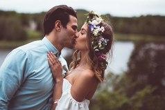 Девушка — это цветок, который распускается во всей красе только в руках заботливого и внимательного мужчины.