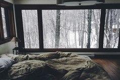 Хочется укрыться с тобой пледом, пить горячий чай и смотреть сериалы, наслаждаясь падающим за окном снегом.