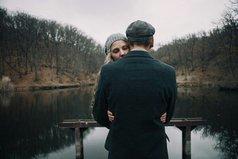 А я не представляю себе любви без ревности. Кто не ревнует, тот, по-моему, не любит.