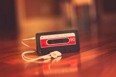 Музыка — это некая постоянная в нашей жизни. Слышишь песню и сразу вспоминаешь определённый момент, место или даже человека. Мир меняется, а песня остается, как и твое воспоминание. И это удивительно.