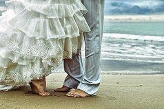 Бог создал женщину из ребра мужчины, не из ноги чтоб быть униженной, не из головы чтоб быть выше, а под рукой - чтоб быть защищённой,и под сердцем - чтоб быть любимой.