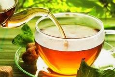 С чаем жизнь как будто налаживается. Это горячий напиток из сухих листьев, который используют в трудные минуты, чтобы вернуться в нормальное состояние.