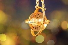 Иногда Бог забирает из твоей жизни серебро, чтобы взамен подарить золото... Главное вовремя это понять...