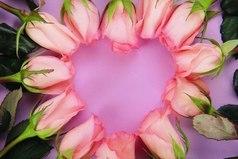 Любви всего мало. Она обладает счастьем, а хочет рая, обладает раем — хочет неба. О любящие! Все это есть в вашей любви. Сумейте только найти...