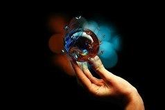 По законам природы невозможно вложить в руку что-нибудь хорошее, пока вы не перестанете удерживать в кулаке что-то другое...