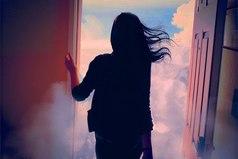 Ни один человек не заслуживает твоих слез, а те, кто заслуживают, не заставят тебя плакать...