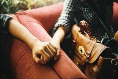 Я просто хочу знать, что я еще жив и что существуют твои теплые руки.