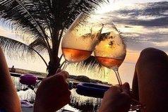 Вот чего мне сейчас не хватает... так это моря и бокальчика вина!
