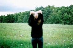 Иногда людей нужно оставлять, чтобы они почувствовали без вас пустоту. Или не почувствовали.