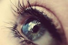 Если у человека грустные глаза, значит он что-то понимает в этой жизни.