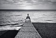 Минус одиночества в том, что через время начинаешь получать от этого кайф и просто не пускаешь никого в свою жизнь.