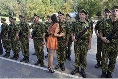 Если девушка дождалась парня из армии, это не девушка, а историческая ценность.