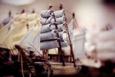 Если ты хочешь построить корабль — не надо созывать людей, планировать, делить работу, доставать инструменты. Надо заразить людей стремлением к бесконечному морю. Тогда они сами построят корабль...