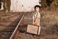 Оптимисты - это те, кто, опоздав на поезд, не расстраиваются, просто считают, что они пришли заранее на следующий.