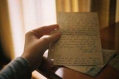 Как много мы потеряли, перестав писать письма! Телефонный разговор нельзя перечитывать снова и снова.