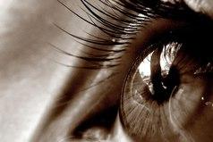 Смотришь одним людям в глаза и видишь только цвет. А некоторым заглянешь - видно душу...
