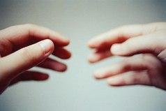 Не дайте одиночеству толкнуть Вас в объятия человека, к которому не лежит душа. Рано или поздно эти объятия Вас задушат.