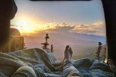 Не забывай благодарить Бога, Он же не забывает будить тебя по утрам.