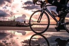 Жизнь - как вождение велосипеда. Чтобы сохранить равновесие, ты должен двигаться.