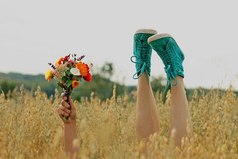 Не жди пока наступит счастье, наступи в него сама.