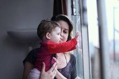 Лучший педиатр — мама! Она лечит не только лекарствами, но и лаской, и любовью!