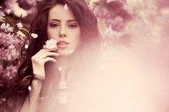 Девушку очень просто свести с ума, лишь дайте ей понюхать духи небезразличного ей человека.