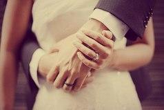 Счастливый брак — это не когда на седьмом году семейной жизни к тебе в окно влезают с букетом в зубах, а когда тебя ежесекундно уважают и не ходят ногами по твоей душевной территории.
