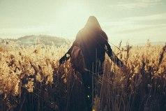 Вот это и есть свобода — чувствовать то, чего желает сердце, не заботясь о чужом мнении.