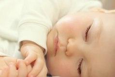 Бывает прижмешься к этому маленькому мирно сопящему созданию, слышишь сердцебиение и чувствуешь этот сладкий запах… И в этот момент понимаешь, это самое большое счастье которое подарил Бог!