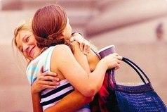 Только с настоящей подругой можно гулять целый день, прощаться пол-часа, а потом всю дорогу еще разговаривать с ней по мобильному.