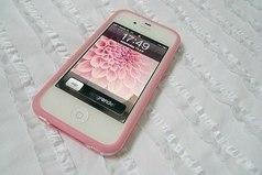 Только девушка может потерять телефон, который у неё в руках.