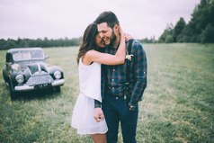 — Как ты не мог понять тогда — любовь не продается, не покупается! И силой не возьмешь ее. Она даром отдается.