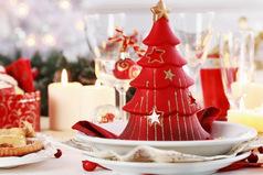 Новогодняя ночь самый классный праздник. Ешь после 12 ночи и можно уже не думать о лишних килограммах, потому-что бесполезно уже думать.