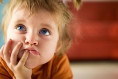 Детство – это та счастливая пора, когда бежишь ночью из туалета и радуешься, что тебя не съели.