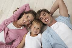Дети начинают с того, что любят родителей. Потом они судят их. И почти никогда не прощают им.