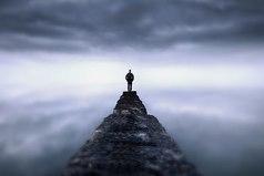 Будьте сами собой, научитесь быть одни — и всё. И помните: человек, который умеет быть один, никогда не страдает от одиночества.