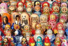 Два русских сувенира - матрешка и водка - удивительно похожи: открываешь первую, а там и вторая, третья, четвертая.