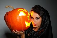 Девушки! Сегодня Хэллоуин... можно не краситься.
