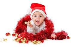 Под Новый Год хороший муж наряжает ёлку, а очень хороший - жену!