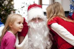 В советские времена Дед Мороз относил список детей, которые плохо себя вели, лично Сталину.