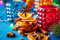 На Новый Год человек на 80% состоит из алкоголя, на остальные 20% из оливье...