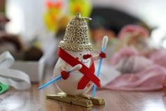 Конфетки, бараночки... Новый год! Готовь коньки, лыжи, саночки.