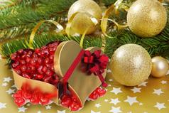 Пусть в вечность канет все плохое с последним вздохом декабря! И всё прекрасное, живое придет к вам в утро января.
