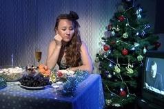 31 декабря! Пора готовиться к ночи, готовить еду, собираться, наряжаться. А я  как дура в контакте сижу.